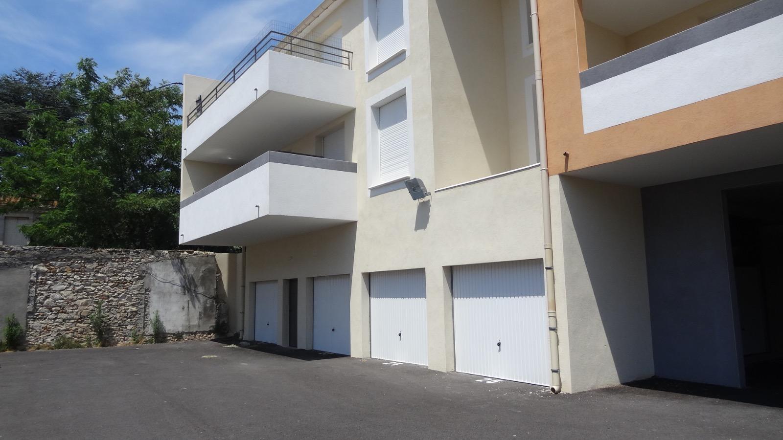 L 39 immobili re de la tour immobilier caissargues nimes for Garage ad nimes
