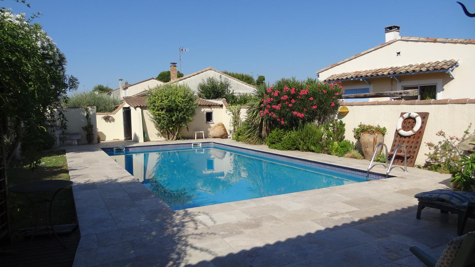 L 39 immobili re de la tour immobilier caissargues nimes for Piscine caissargues